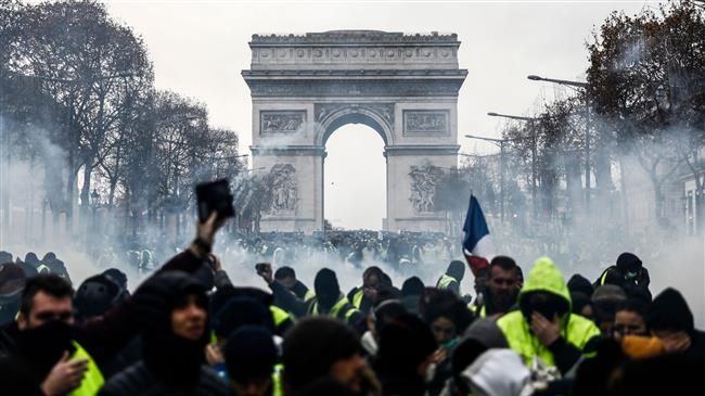 Photo of Over 1,000 arrests as 'Yellow Vests' protests continue