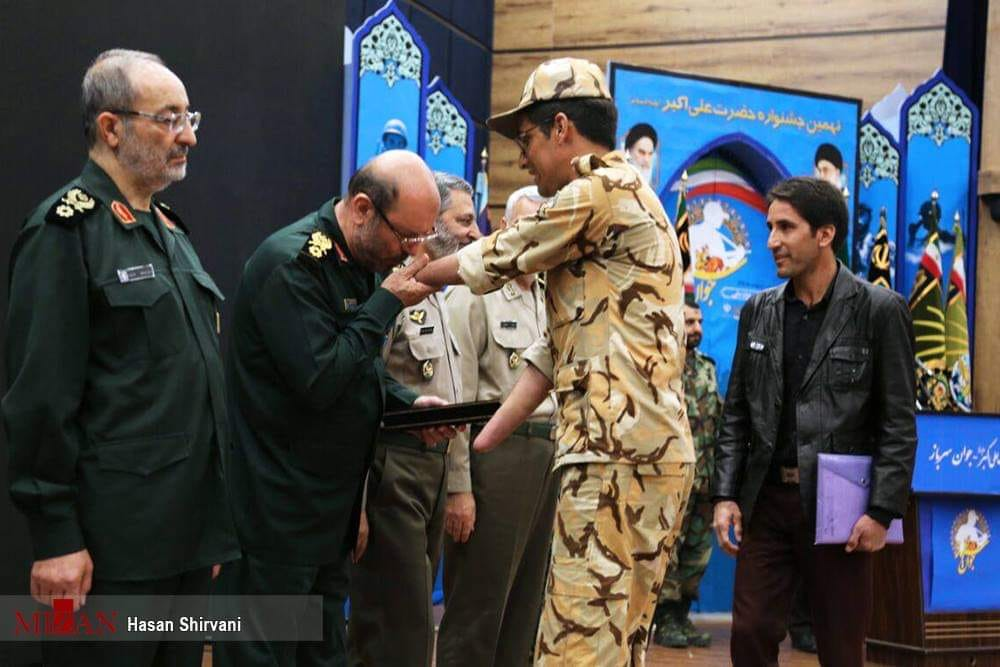 Photo of PHOTO: Iran's Ex DM, Top General kisses amputated hand of Iranian soldier..