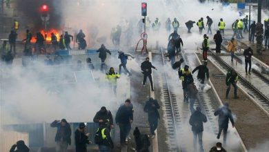 Photo of Yellow vests, police clash in Paris on day of 'ultimatum'