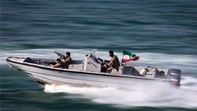 Photo of Ex-IRGC Commander Warns US Navy to Keep Distance from Iranian Boats in Persian Gulf