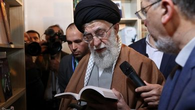 Photo of Leader of Islamic Ummah and Oppressed Imam Ali Khamenei Visits 32nd Int'l Book Fair in Tehran