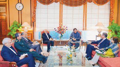 Photo of Zarif discusses Washington's anti-Iran measures in trip to Pakistan