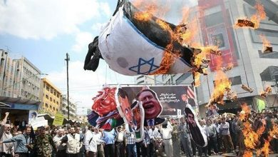 Photo of Iranian protesters burn Israeli flags on Quds Day