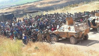 Photo of Scuffle breaks out at Idlib-Turkey border between  Syrians and Turkish Army