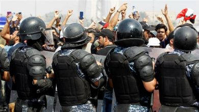 Photo of Iraqi police fire in air during new protests in Baghdad