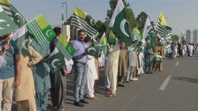 Photo of Pakistanis protest against curfew in Kashmir