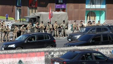 Photo of Lebanese army urges anti-govt. protesters to open blocked roads as Hariri quits
