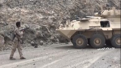 Photo of MUST SEE VIDEO: Yemen Hezbollah's Brave Mujahed armed with just a rifle captures Saudi military vehicle