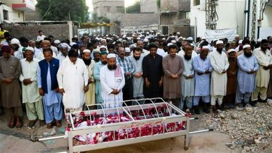 Photo of Funerals begin as town mourns victims of Pakistan train fire