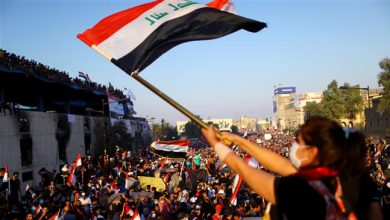 Photo of Anti-government protesters in Iraq, Lebanon torch flags of US, Israel
