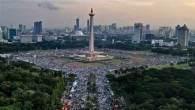 Photo of Hundreds of Indonesian Muslims attend Jakarta 212 rally