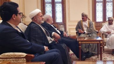 Photo of Zarif meets Omani officials, Ansarullah spokesman in Muscat
