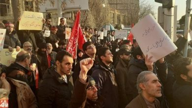 Photo of Iranian Students Ask for Expulsion of British Envoy