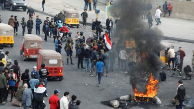 Photo of Iraqi protesters in Basra block roads with burning items