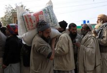 Photo of Pakistanis protest over bread price rises, wheat shortages