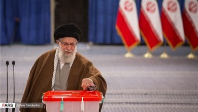 Photo of Supreme Leader Casts Vote for Parliamentary, Assembly of Experts Elections