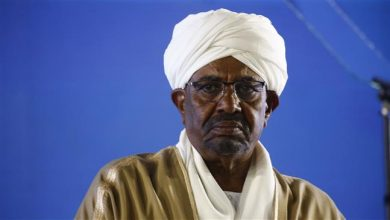 Photo of Sudan agrees to hand Bashir to ICC for Darfur crimes