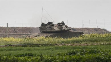 Photo of Zionist terror forces shoot dead two Palestinians near Gaza fence