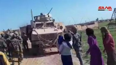 Photo of Syrian army, residents block US military convoy in Hasakah, force it to move back