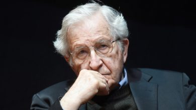Photo of Chomsky slams 'megalomaniac' Trump over 'chaotic' coronavirus response