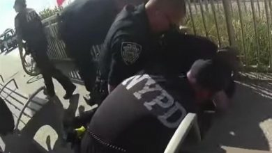 Photo of NYPD Officer Suspended for Using Banned Chokehold Technique to Restrain Black Man