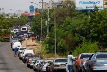 Photo of Long lines as Iranian fuel arrives at Venezuela's gasoline stations