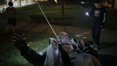 Photo of US protesters topple statue of Confederate general in Washington DC