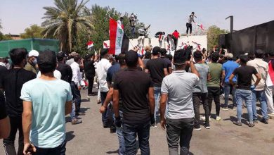 Photo of Iraqis rally to decry zionist Saudi paper's offensive cartoon of Ayatollah Sistani
