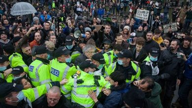 Photo of COVID-19 in UK: Anti-Lockdown Protesters Arrested Hours Before Tier 4 Announcement