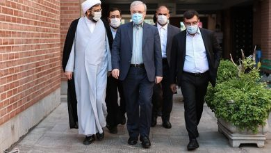 Photo of Iran's Health Minister Hails Leader's Decision to Ban Purchase of US, UK Vaccines