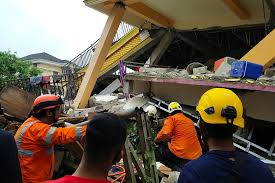 Photo of Strong quake in Indonesia's Sulawesi kills dozens, injures hundreds